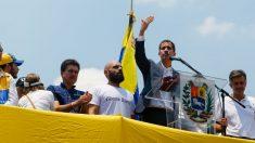 """Juan Guaidó le cedió la palabra a un niño durante su discurso: """"quiero tener un futuro"""", dijo"""