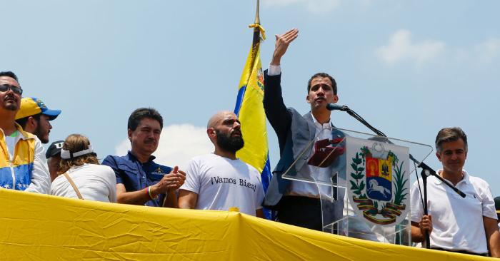 El presidente encargado de Venezuela, Juan Guaidó, habla durante una Asamblea de Ciudadanos el 16 de marzo de 2019 en Valencia, Venezuela. Foto de Eva Marie Uzcategui/Getty Images.