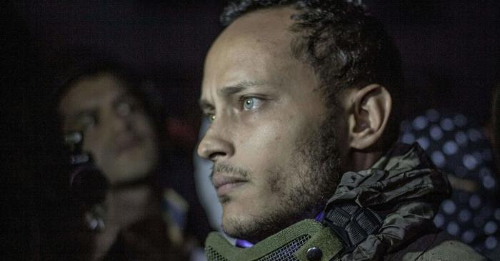 El oficial de policía venezolano Oscar Pérez participa en una protesta antigubernamental en Caracas el 13 de julio de 2017. (Fotos de INAKI ZUGASTI/AFP/Getty Images)