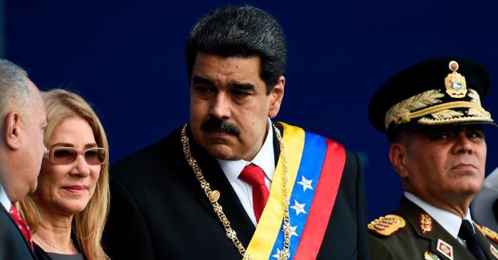 Nicolás Maduro y su esposa Cilia Flores junto a Diosdado Cabello (izq.), y el ministro de defensa de Venezuela, Vladimir Padrino (der.), el 10 de enero de 2019. Foto de FEDERICO PARRA/AFP/Getty Images.