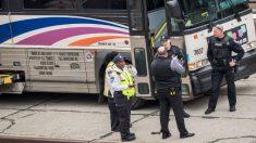 Pasajera llama al 911 desde el maletero de un autobús en movimiento, la chofer es apresada
