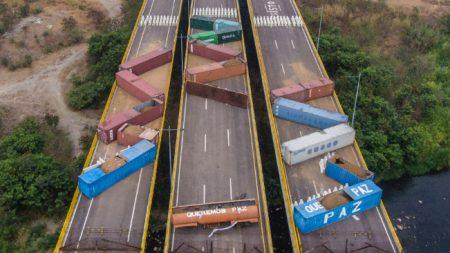 Régimen de Maduro colocó 15 contenedores más en puente con Colombia para impedir ayuda humanitaria