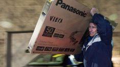 Ladrón que se roba un televisor se le descompone y lo lleva a reparar al mismo dueño