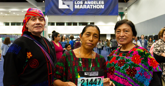 La primera guatemalteca indígena maya, María del Carmen Tun Cho, corre la Maratón de Los Ángeles. EFE/Felipe Chacon
