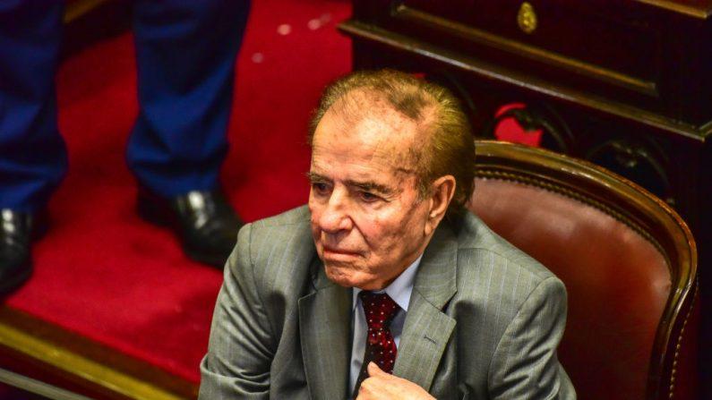 El senador por La Rioja y expresidente argentino, Carlos Saúl Menem, en una votación del Senado el 8 de agosto de 2018 en Buenos Aires, Argentina. (Amilcar Orfali/Getty Images)