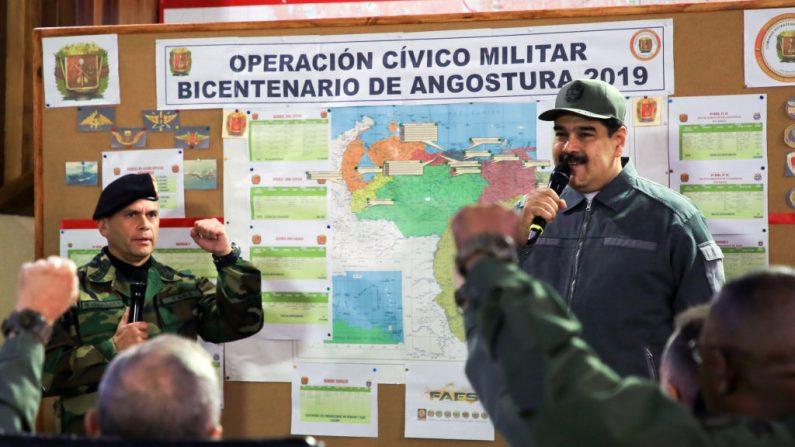 Nicolás Maduro, pronuncia un discurso durante una reunión en el marco de los preparativos para el Ejercicio Militar 'Soberanía 2019' en el Complejo Militar Fuerte Tiuna, en Caracas, el 15 de enero de 2019. (Foto de MARCELO GARCIA/AFP/Getty Images)