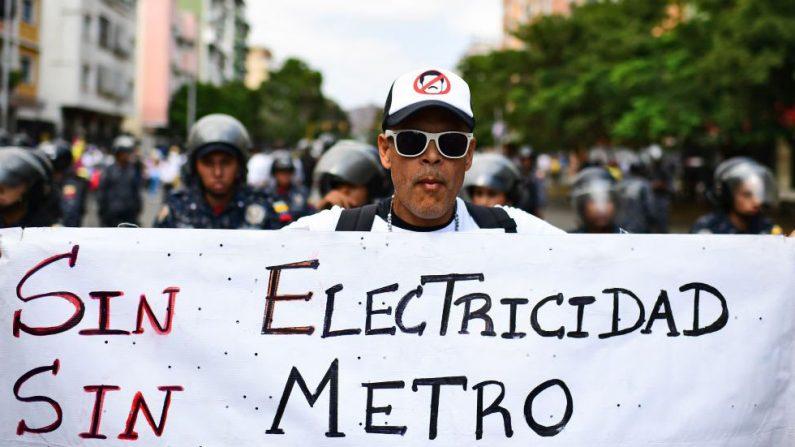 Un manifestante en la marcha contra Maduro, en Caracas el 9 de marzo de 2019.(RONALDO SCHEMIDT/AFP/Getty Images)