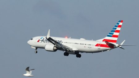 American Airlines aceptará pruebas de covid-19 hechas en casa
