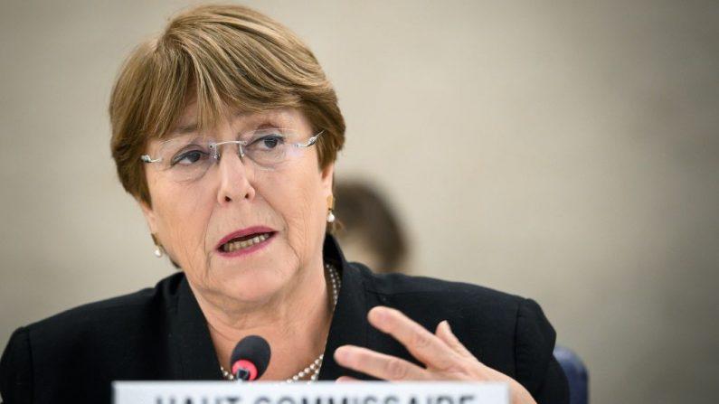 La Alta Comisionada de las Naciones Unidas para los Derechos Humanos, Michelle Bachelet, pronuncia un discurso sobre Venezuela y Yemen durante la 40ª sesión del Consejo de Derechos Humanos de las Naciones Unidas el 20 de marzo de 2019 en las oficinas de las Naciones Unidas en Ginebra. (FABRICE COFFRINI/AFP/Getty Images)
