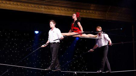 Filman el momento en que familia de equilibristas cae al suelo desde 9 metros de altura