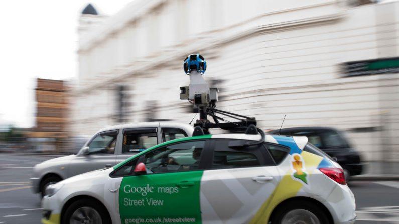 Un vehículo de Google Street View circulando por una calle en el centro de Londres el 31 de mayo de 2017. (JUSTIN TALLIS/AFP/Getty Images)