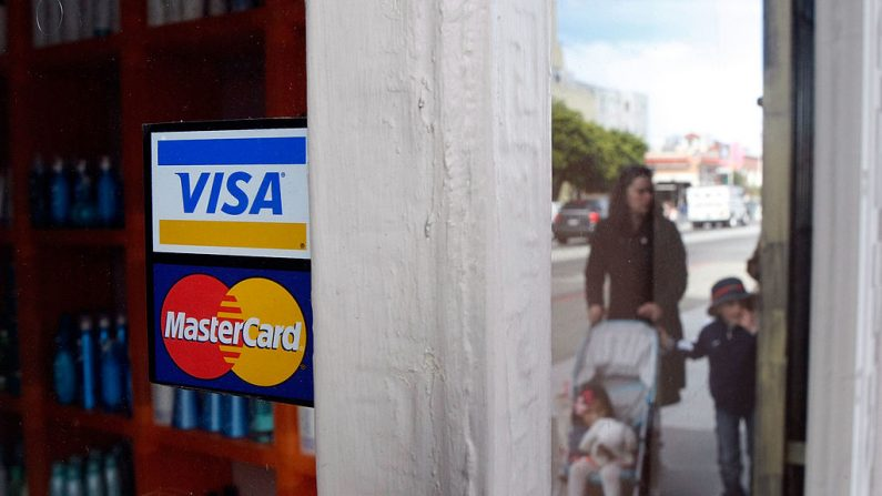 EE.UU. considera sanciones para Venezuela, que restrinjan a Visa y Mastercard. (Justin Sullivan/Getty Images)