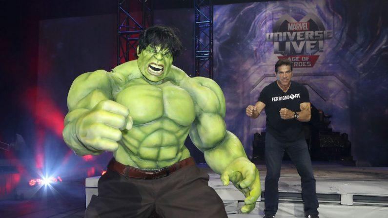 El Increíble Hulk y el actor Lou Ferrigno en un evento en Los Ángeles, California, el 8 de julio de 2017. (Ari Perilstein/Getty Images para Feld Entertainment)