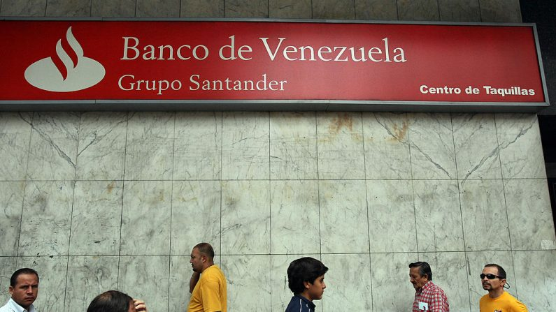 Una sucursal del Banco de Venezuela, en una foto de archivo del 20 de marzo de 2009. (THOMAS COEX/AFP/Getty Images)