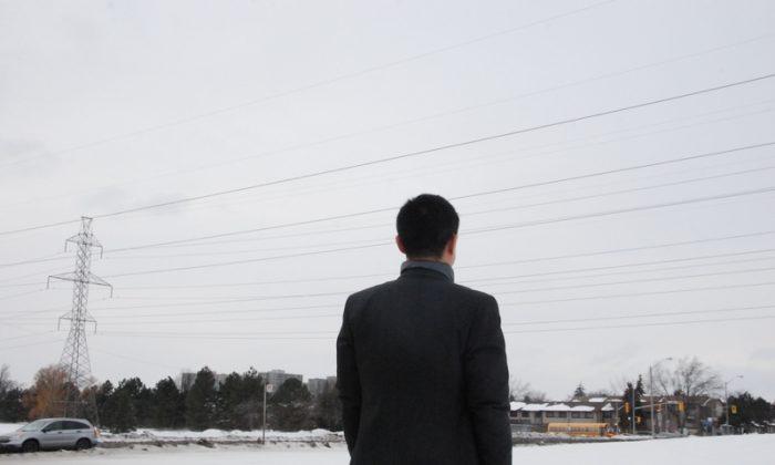 George Zheng, que ahora vive en Toronto, cuenta cómo fue testigo de la sustracción de órganos en vivo en la provincia de Shenyang, China, en la década de 1990. (Yi Ling/La Gran Época)