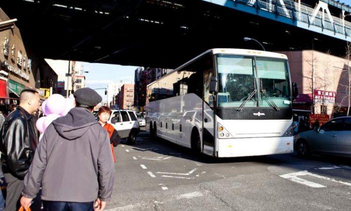 Foto de un autobús en Manhattan. (Amal Chen/The Epoch Times)