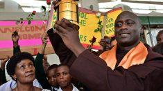 Maestro de una aldea de Kenya que dona el 80% de su salario gana un premio de 1 millón de dólares