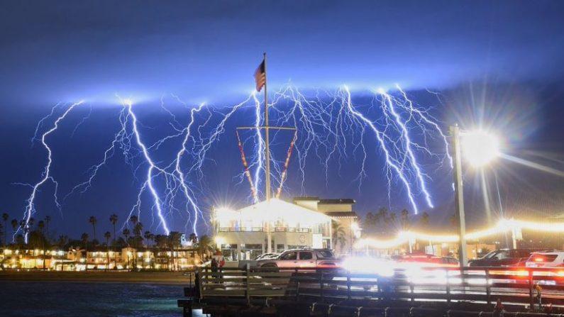 Tormenta de rayos sobre Santa Bárbara el 5 de marzo de 2019. (Cuerpo de Bomberos de Santa Bárbara)