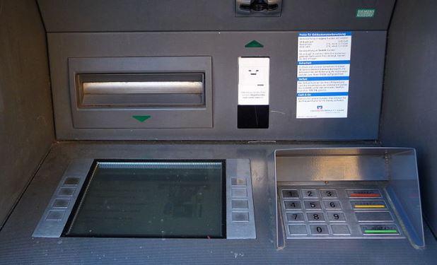 Cajero automático. (Wikimedia Commons)