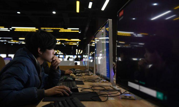 Estudiantes toman examen en una sala de computación de una escuela técnica en Jinan, en la provincia de Shandong, en el este de China, el 29 de enero de 2018. (Greg Baker/AFP/Getty Images)