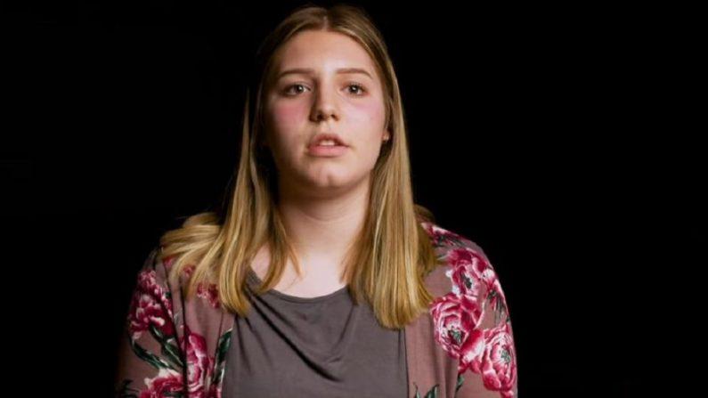 Una estudiante de secundaria de Pensilvania se sorprendió cuando estaba en su vestuario, escuchó una voz masculina y se dio la vuelta para ver a un estudiante que la miraba vestirse. (Andy Shaw/YouTube)