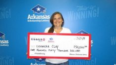 Mujer gana 150.000 dólares en la lotería a un mes de perder su casa en un incendio