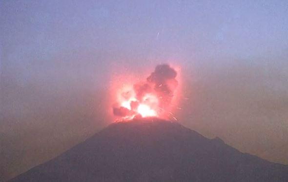 Volcán Popcatepétl el 26 de marzo de 2019. (Cenapred- Captura de vídeo Reuters)