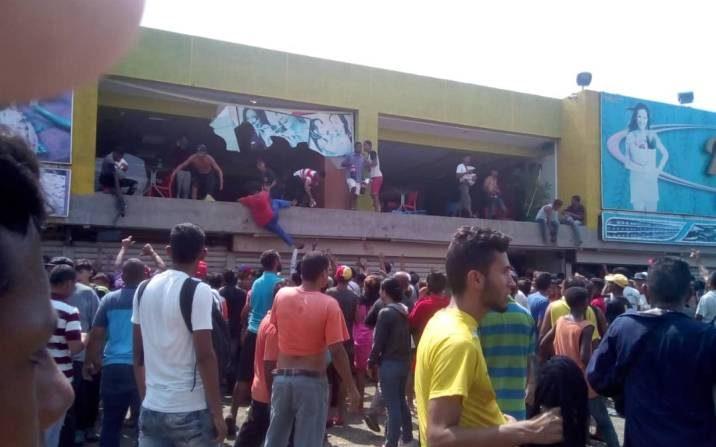 Reportan saqueos en Venezuela en medio de un apagón que lleva más de 100 horas en algunos lugares. (@Ender_Alana)