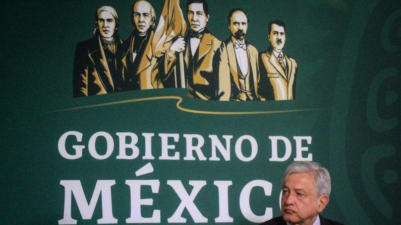 El presidente de México, Andrés Manuel López Obrador, participa en una rueda de prensa en la ciudad de Tijuana, en el estado de Baja California (México). EFE/Joebeth Terriquez