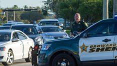 Conductora se salva de barra metálica que atravesó parabrisas de su automóvil