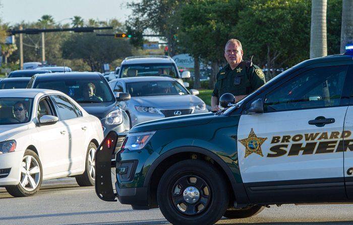 El ayudante del sheriff del Condado caso de conductora se salva de barra metálica que atravesó parabrisas de su automóvil EFE/GIORGIO VIERA