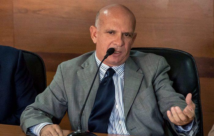 El exgeneral venezolano Hugo Carvajal, antiguo exjefe de contrainteligencia militar de su país con Hugo Chávez, fue detenido el 12 de abril de 2019 por la Policía Nacional española en respuesta a una reclamación de Estados Unidos por un delito económico. EFE