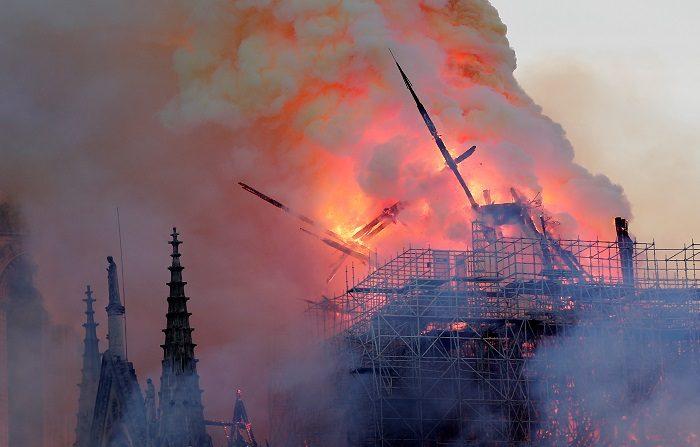 La Fiscalía de París anunció a Efe este lunes la apertura de una investigación para determinar las circunstancias del incendio que afecta a gran parte del tejado de la catedral de Notre Dame de París