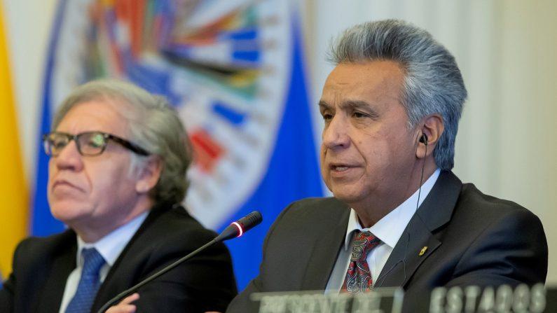 El presidente de Ecuador, Lenín Moreno (d), ofrece un discurso durante una sesión protocolaria del Consejo Permanente de la Organización de Estados Americanos (OEA), este 17 de abril en Washington (Estados Unidos). EFE