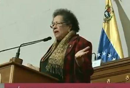 María León habla el martes 2 de abril ante una asamblea de la ANC de seguidores del régimen de Maduro. (Captura de vídeo)