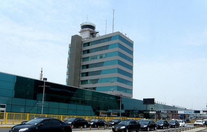 Aeropuerto Jorge Chávez donde el 27 de febrero fueron avistados dos objetos voladores no identificados estacionados en el aire por cerca media hora, (Wikimedia)