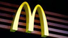 Mujer publica una foto comprometedora de un empleado de McDonald's sin hogar y le cambia la vida