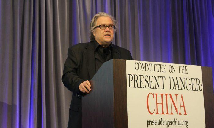 Steve Bannon, exestratega de la Casa Blanca, en una conferencia organizada por el 'Comité de Peligro Actual: China' sobre la guerra económica sin restricciones del Partido Comunista Chino contra Estados Unidos en Manhattan, Nueva York, el 25 de abril de 2019. (Cathy He/La Gran Época)