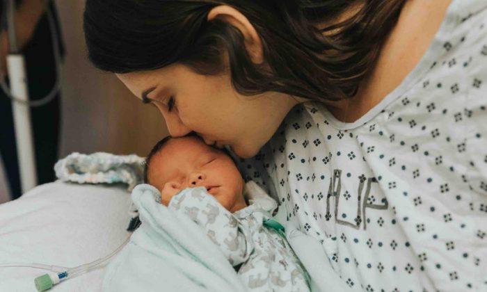 Dana Scatton y su hija Aries. (www.gofundme.com/prayfordana)