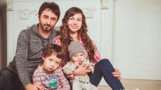 """Pareja suplica en las redes sociales a las mamás que planean abortar: """"Adoptaremos tu bebé"""""""