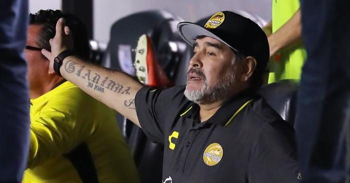 Diego Armando Maradona, entrenador de Dorados de Sinaloa, en los octavos de final de la Copa MX Apertura 2018 en el Estadio Corregidora, el 26 de septiembre de 2018, en Querétaro, México. Foto de Hector Vivas/Getty Images.