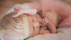 'Todos somos diferentes': Mamá adquiere una nueva perspectiva luego de tener a su bebé albina