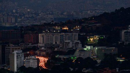 "Venezuela a días de ""apagarse totalmente"", afirman fuentes que desmienten a Maduro sobre sabotaje"