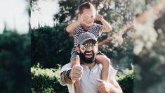 """Médico moribundo se toma una última foto con su hijo de 4 años antes de dejar su """"cuerpo roto"""""""