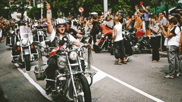 Hombre moribundo deseaba oír una Harley por última vez y más de 100 motociclistas rodearon su casa