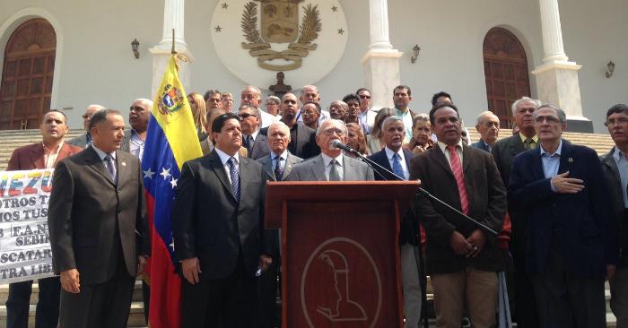 Militares, policías y civiles unidos por Venezuela respaldan a Juan Guaidó y la Asamblea Nacional, el 2 de abril de 2019. Foto de la Asamblea Nacional.