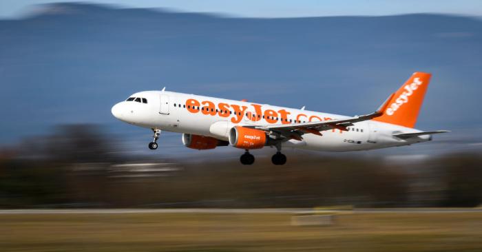 Un avión comercial Airbus A320-214 con matrícula G-EZWJ de la compañía de bajo coste EasyJet. Foto se debe leer FABRICE COFFRINI/AFP/Getty Images.