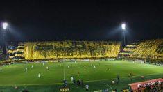 Arquero uruguayo cumple el sueño de un fan del equipo rival con síndrome de down de patear un penal