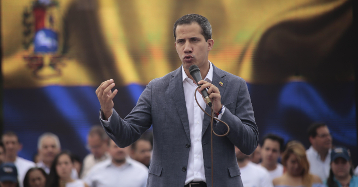 El presidente encargado de Venezuela, Juan Guaidó, asiste a un acto de juramentación de comités de ayuda y libertad, en la Plaza Brión de Chacaito, en Caracas (Venezuela). EFE/Rafael Hernández