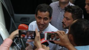 Tiran tiros y bomba lacrimógena durante concentración de Juan Guaidó
